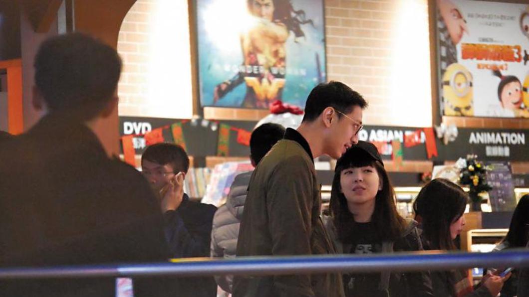 許瑋甯坦承戀情後曾毫無喬裝、大方和男友劉又年手牽手走在信義區。圖/鏡週刊