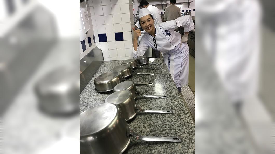 王靜瑩課程結束後要洗1小時的鍋。圖/寶麗來提供