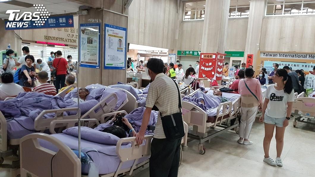 圖/中央社 醫院惡火護理師忙救人 「救不回奶奶」當場淚崩