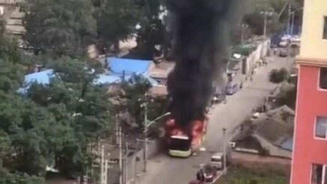 圖/翻攝自北京新闻广播微博 隨身物品突起火! 北京男子活活燒死公車內
