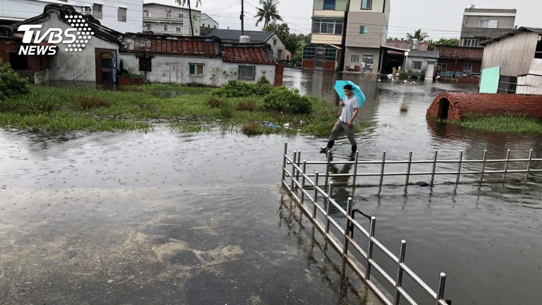圖/中央社資料畫面 年度大潮來臨! 西南部沿海防海水倒灌