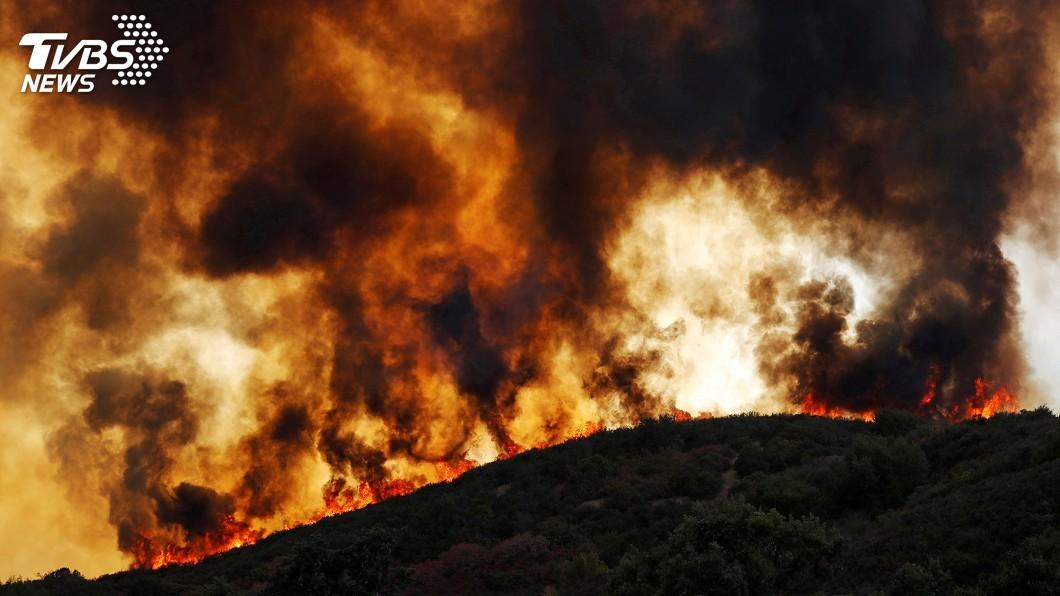 圖/達志影像路透社 美加州野火進逼退休社區 一萬多人撤離
