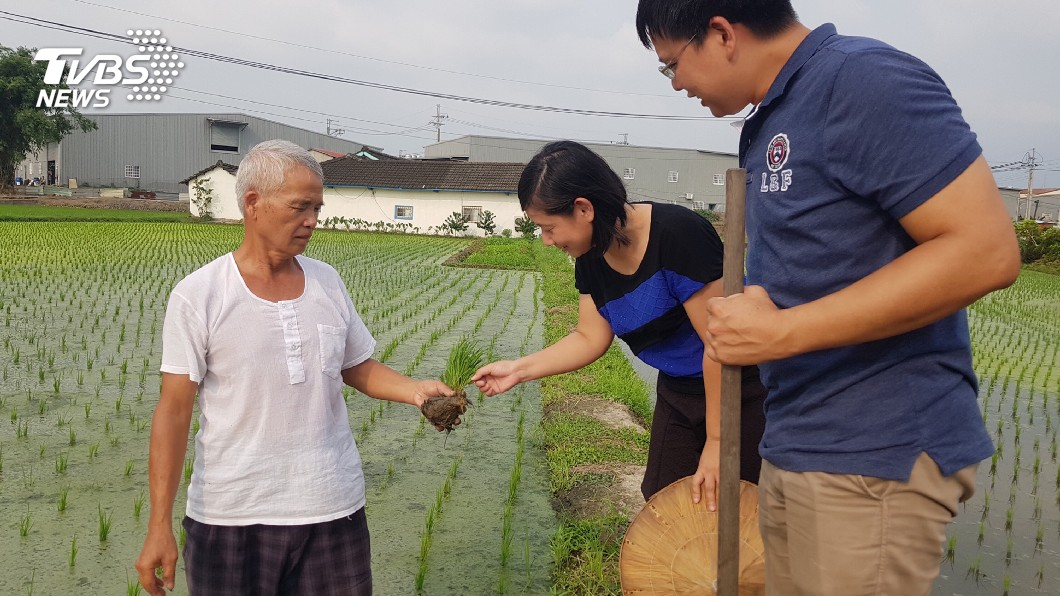 圖/中央社 老農夫捐贈10萬元 幫助弱勢農家子弟
