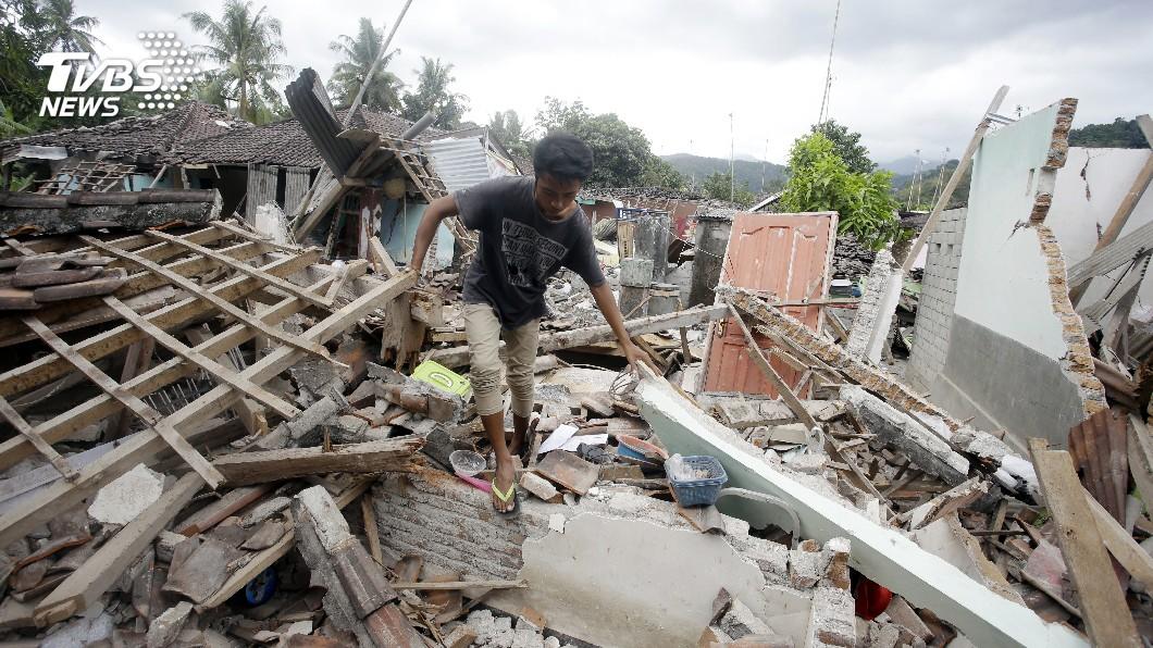 圖/達志影像美聯社 印尼強震死亡人數破400 持續尋獲遺體