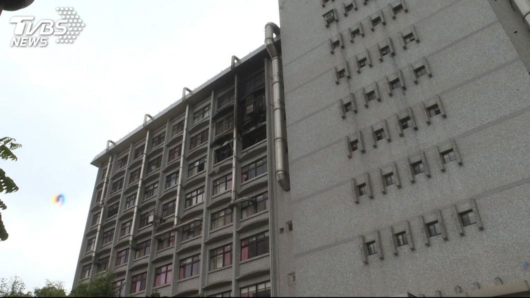 圖/TVBS 醫院大火奪12命 家屬見親人遺體痛喊「這是什麼世界」