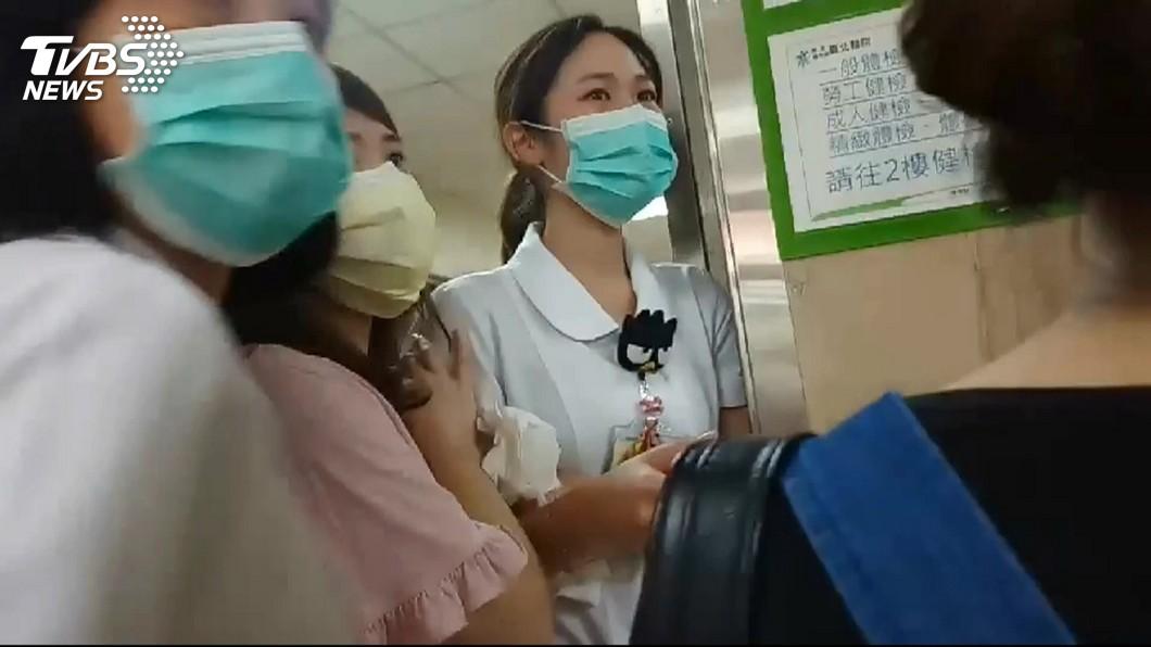圖/TVBS 眼眶紅了!護理師救不回奶奶 強忍喪嬤痛重返崗位