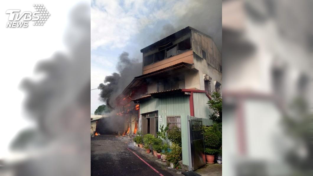 圖/中央社 嘉義市火警波及8民宅 1老婦人燒燙傷