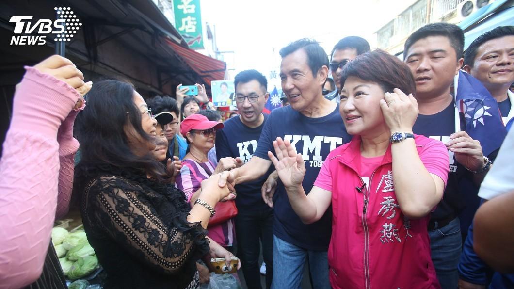 圖/中央社 馬英九陪盧秀燕掃街 宣傳三項公投連署