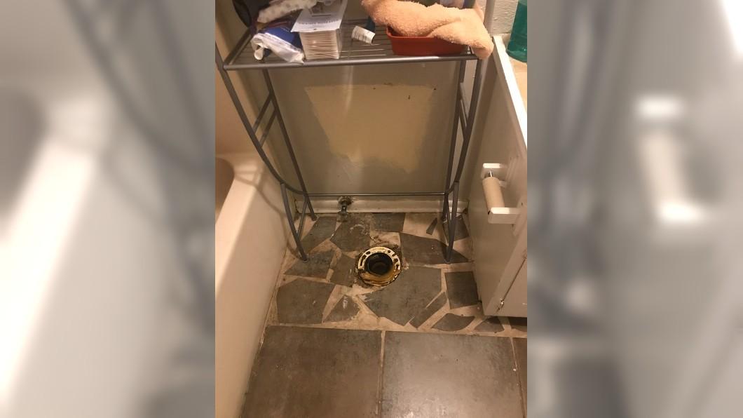 圖/翻攝自Imgur 分手後前男友半夜「拔走馬桶」 她醒來傻眼:只剩排水孔