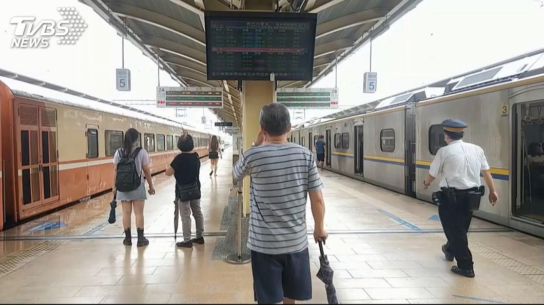 潮州火車站月台。圖/TVBS 又傳逃票攻擊事件! 男咬傷列車長手臂