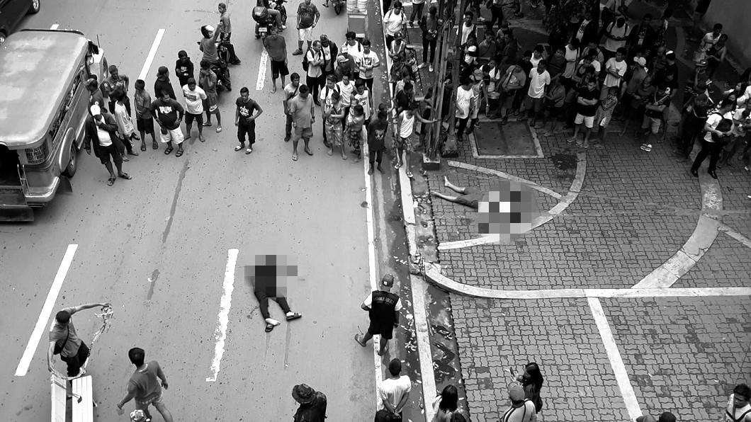 菲律賓馬尼拉街頭日前發生街頭槍擊案,2名男子遭殺手當街爆頭亡。(圖/翻攝自Richard A. Reyes臉書) 驚!2陸男在馬尼拉大街 遭殺手開槍爆頭