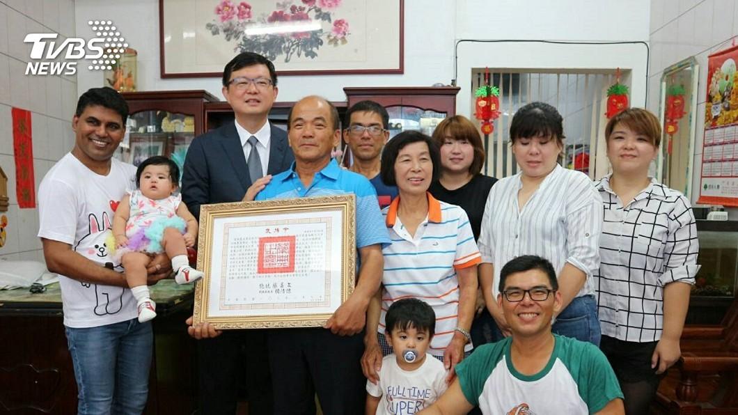 圖/中央社 已逝愛文芒果之父獲頒褒揚令 事蹟列入國史