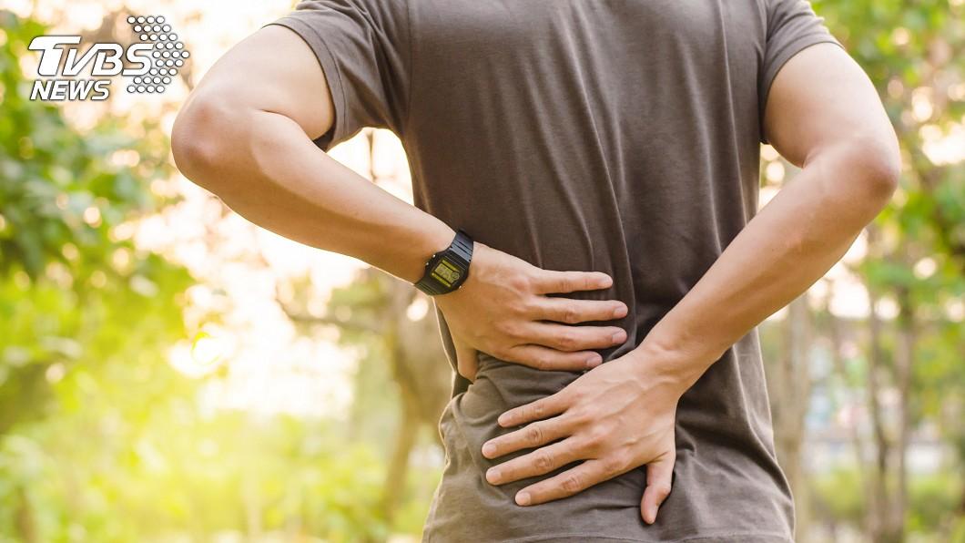示意圖/TVBS 腰痠誤認閃到 男高燒一週「左腎壞死」切除
