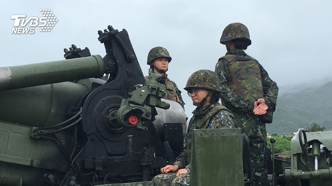 圖/中央社 反登陸作戰演練 女砲班上場完成任務