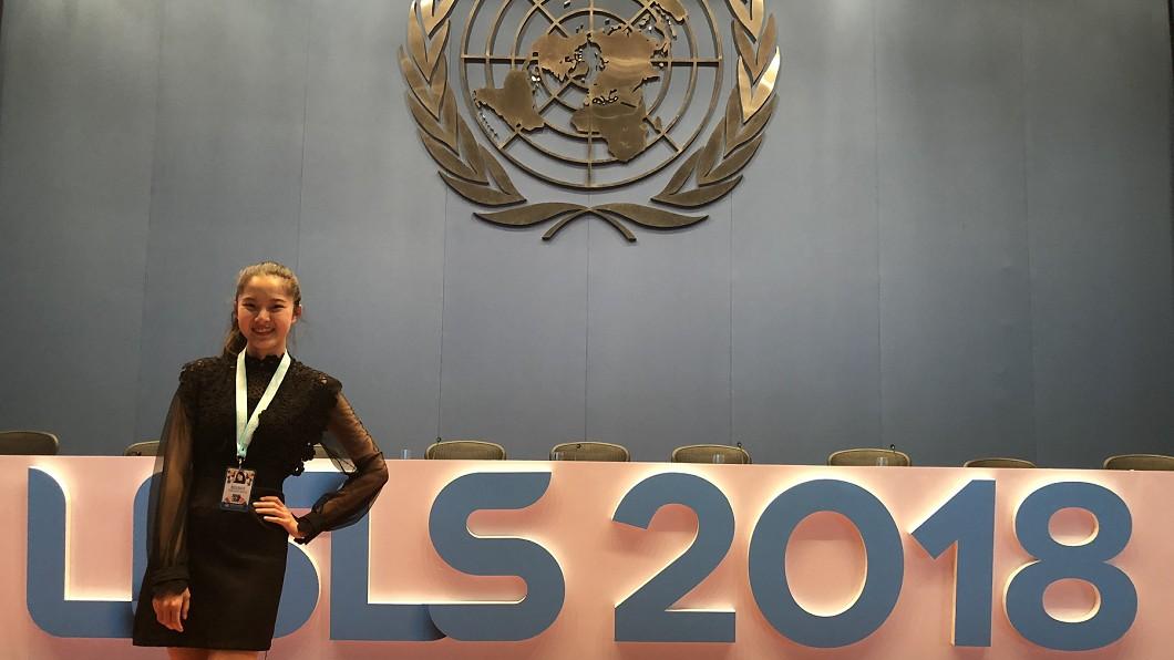 國立清華大學學生邱怡澍參加世界大學生領導大會留影。圖/清大提供