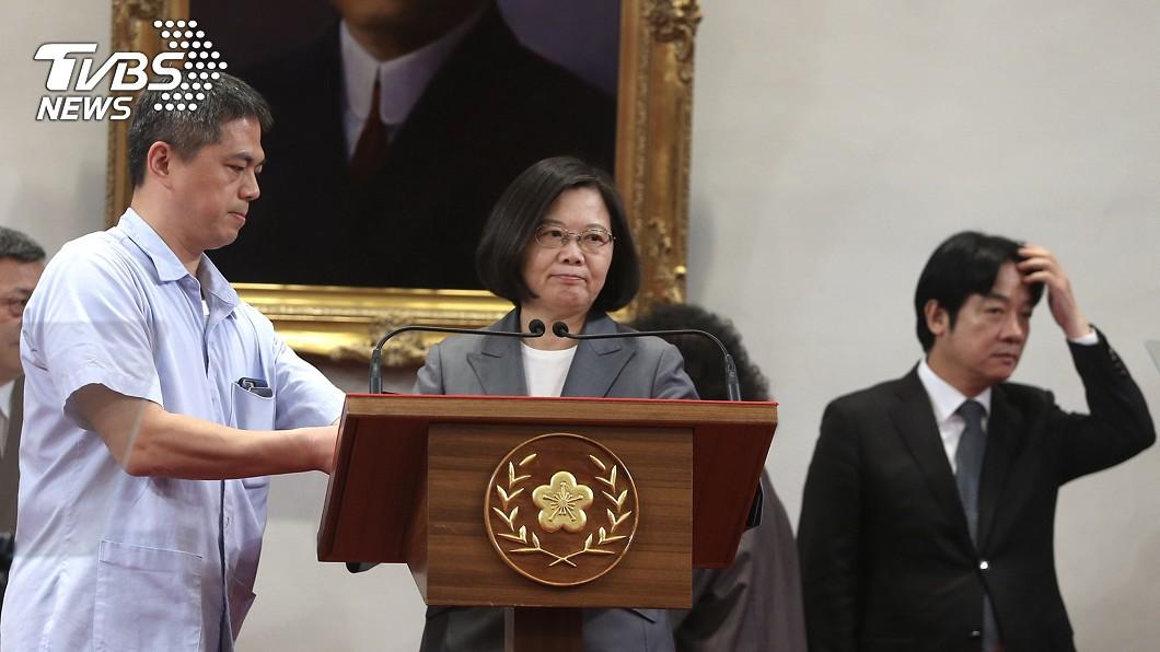 針對與薩爾瓦多斷交,總統蔡英文(中)日前對外說明。圖/中央社 台灣連失邦交國 法媒:兩岸像「大衛與歌利亞之爭」