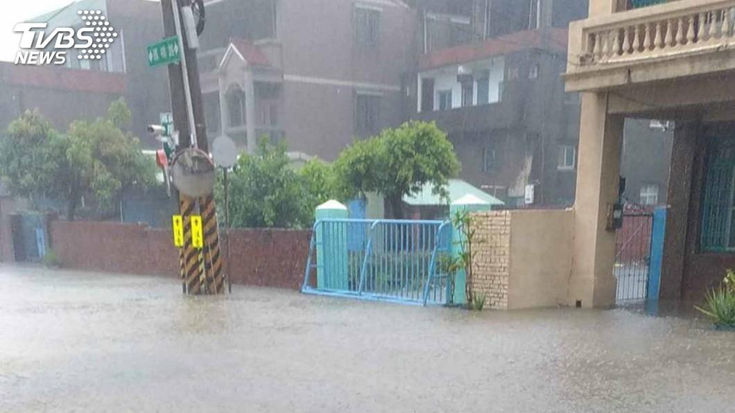 圖/中央社 熱帶低壓豪雨襲南台灣 高雄各地紛傳災情