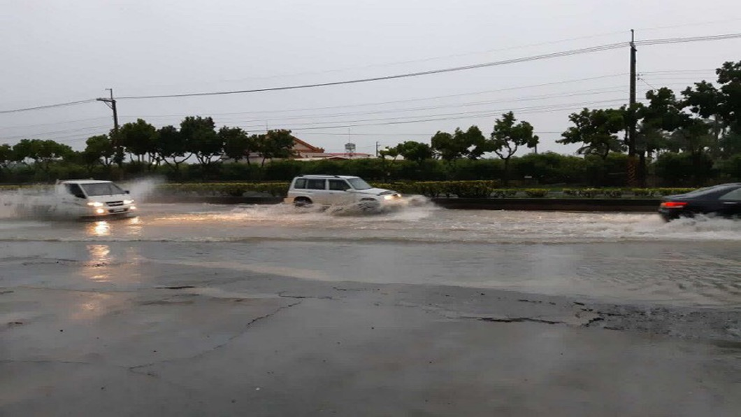 圖/中央社 南台灣豪雨成災 恐持續60小時「隨時有猛烈雨勢」