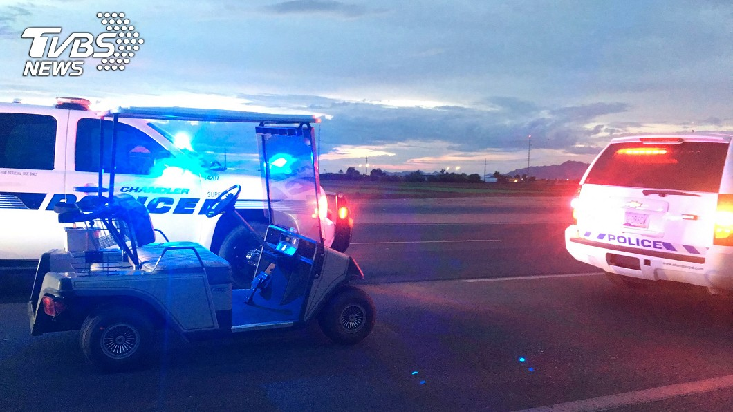 圖/達志影像美聯社 不只1次!83歲阿伯開高爾夫球車闖國道 警急攔下送回