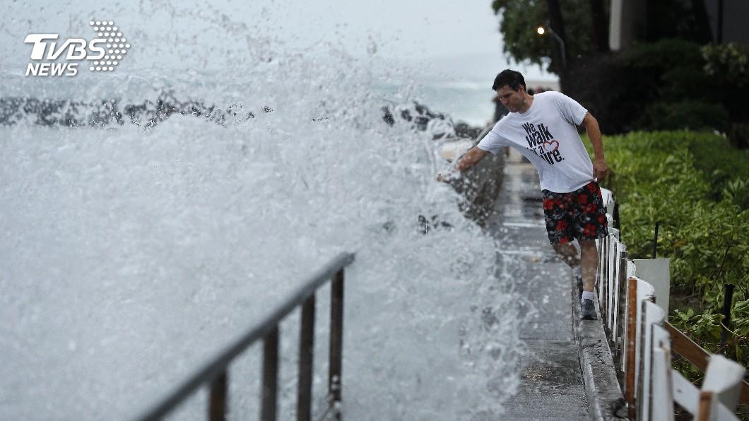 圖/達志影像美聯社 颶風雷恩猛襲夏威夷 川普宣布進入緊急狀態