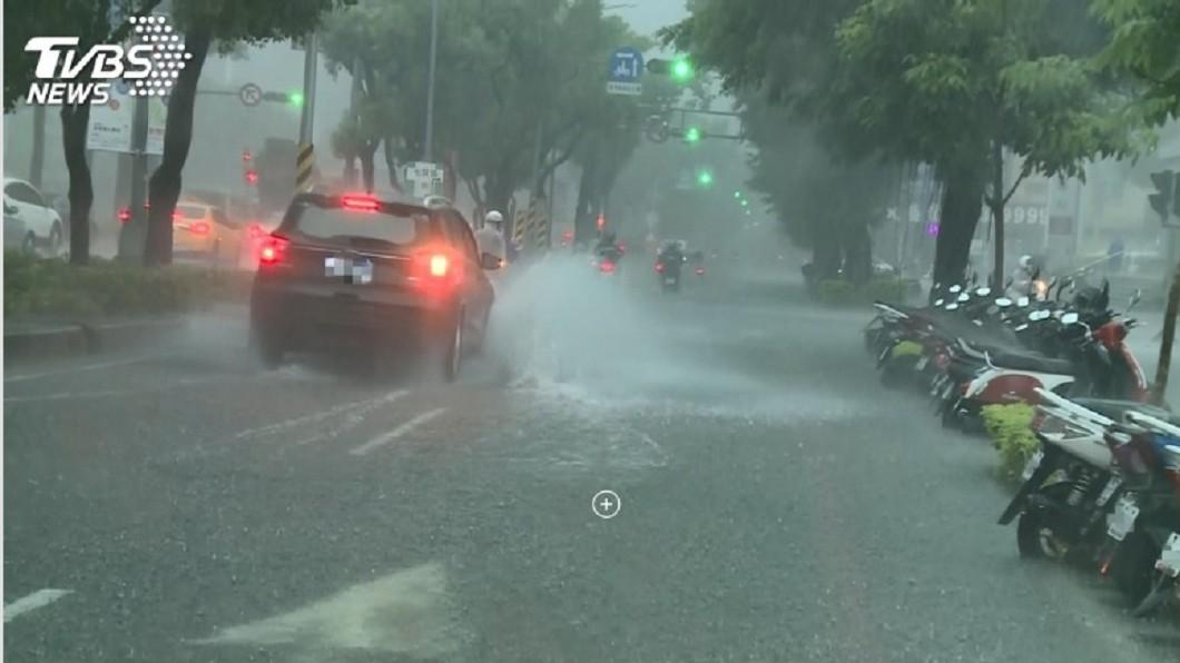 圖/TVBS 豪雨接力週日再來一波! 天氣穩定要等9月初