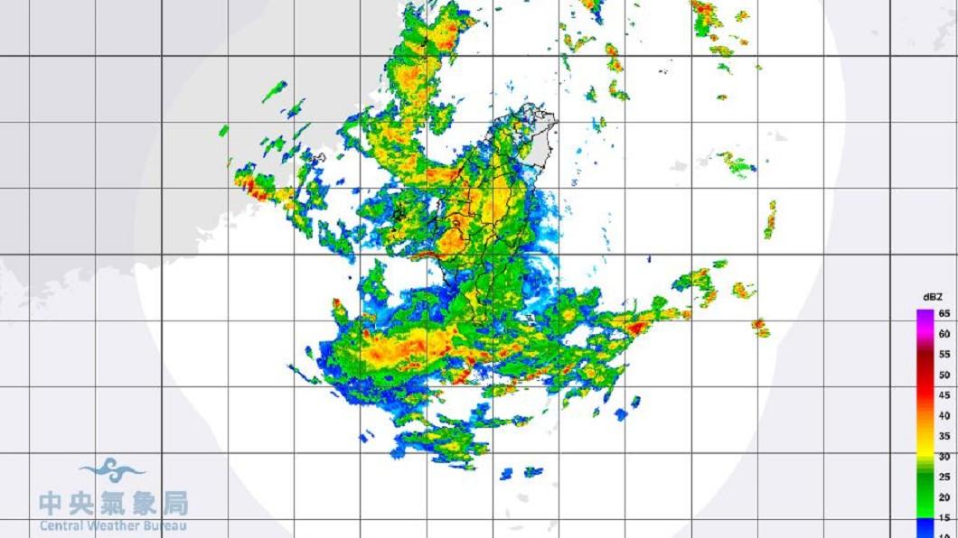 圖/翻攝中央氣象局 雨量不輸莫拉克!水彈炸南台 「護國神山」竟是幫凶