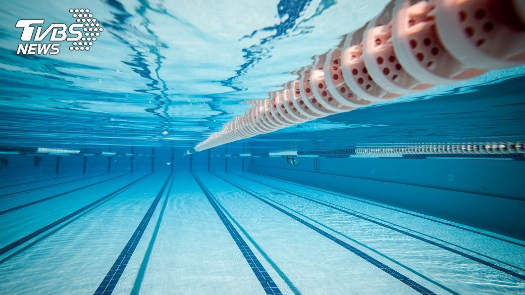 示意圖/TVBS 75歲男泳池溺水 3救生員未即時發現被起訴