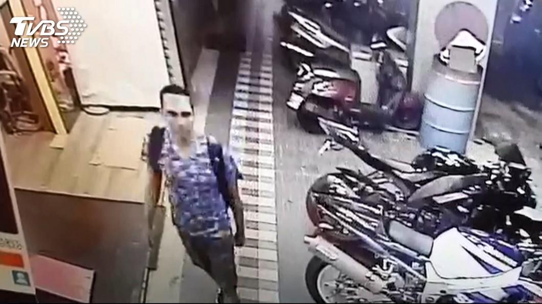 圖/TVBS 短袖短褲無行李 分屍案主嫌扮背包客半夜搭機逃