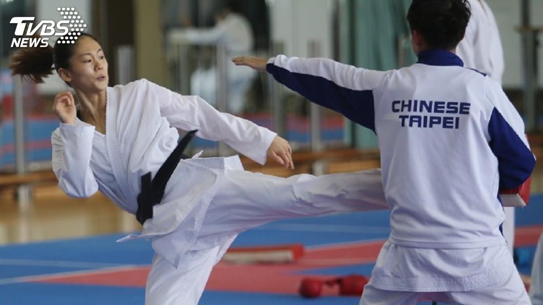 世界空手道聯盟(WKF)日前宣布更改奧運積分取標時間,也導致台灣空手道女將文姿云到手的奧運門票被迫繳回。(圖/中央社) 到手奧運門票被討回 文姿云:專心做該做的事
