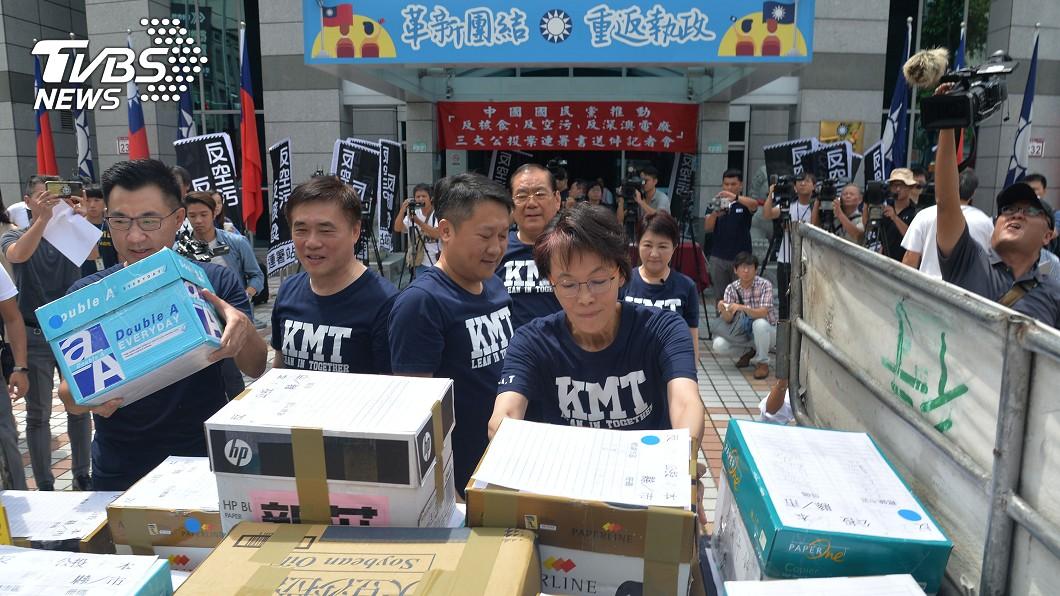 圖/中央社 國民黨公投連署 吳敦義:沒偽造文書勿清算鬥爭