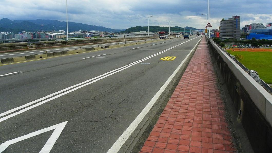民權大橋是內湖地區居民往台北市區重要的交通幹道。(圖/翻攝自維基百科)