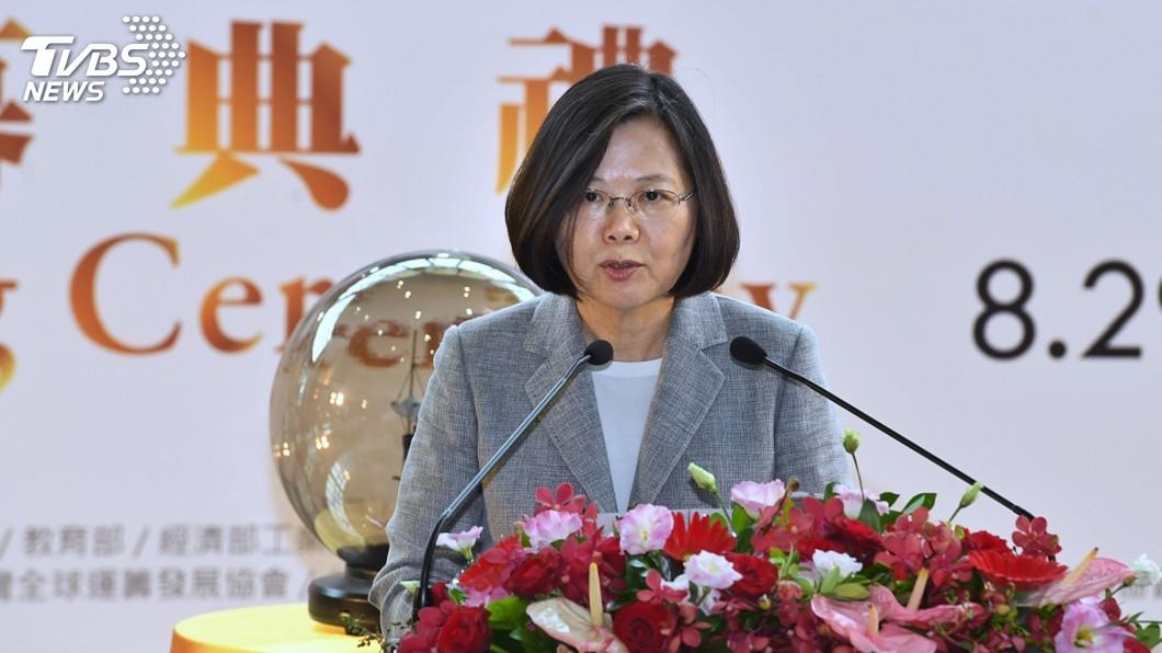圖/中央社 蔡總統盼高解析度顯示面板 用在救災、國防