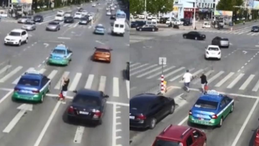 圖/翻攝自新京報 視障男受困馬路21車擦身過 暖心運將停車助他解危