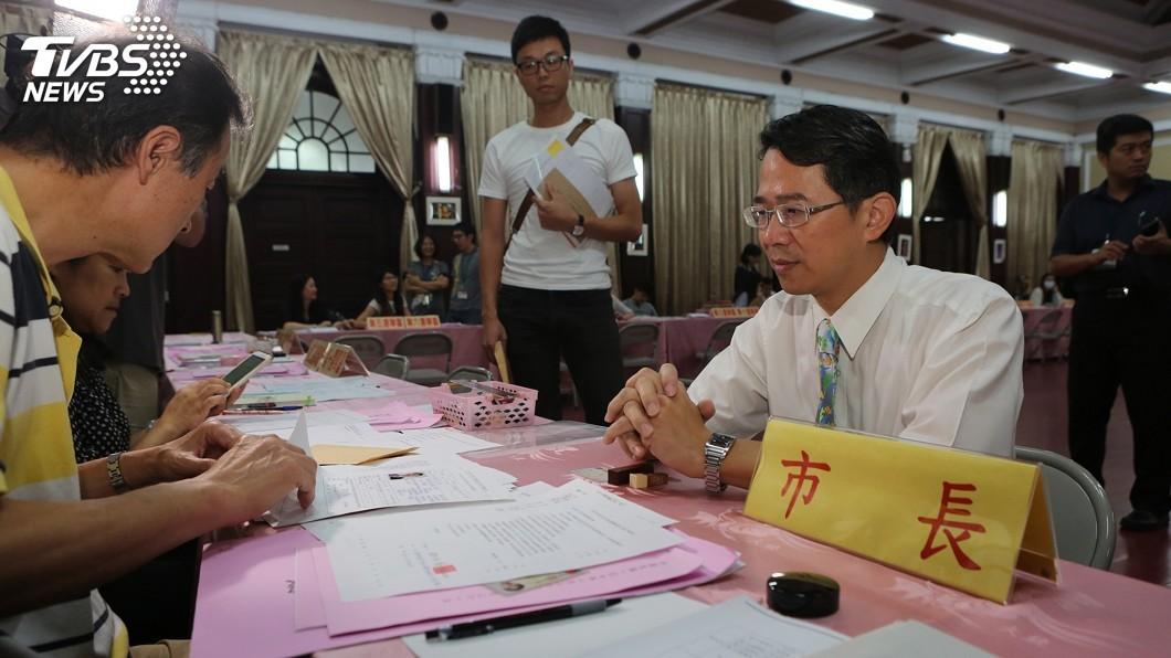 圖/中央社 中市五合一選舉 林佳龍委託登記參選市長