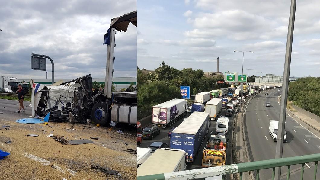 英國M25公路29日發生車禍,當局封鎖道路造成塞車。圖/翻攝自 推特