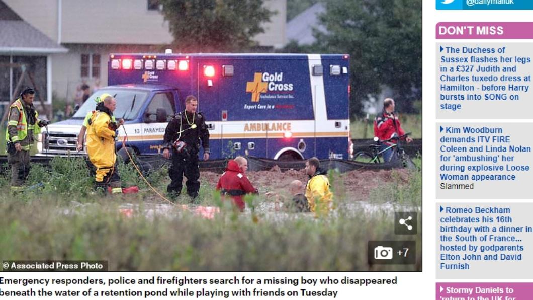圖/翻攝自英國每日郵報 男童被沖進下水道! 消防員憑「1根手指」成功救人