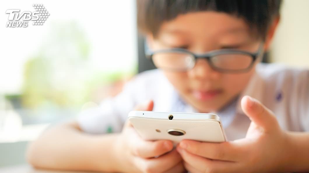 示意圖/TVBS 50萬人恐失明!滑手機成世代現象 世衛:2歲以下別玩
