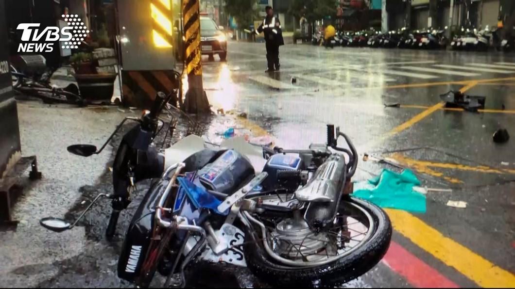 圖/TVBS 富少開媽名車載妹酒駕撞死騎士…家屬淚:我爸都變形了