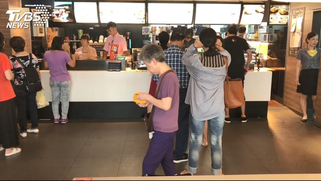 圖/TVBS 崩潰!繼焦糖奶茶 麥當勞這款「經典熱飲」也要下架