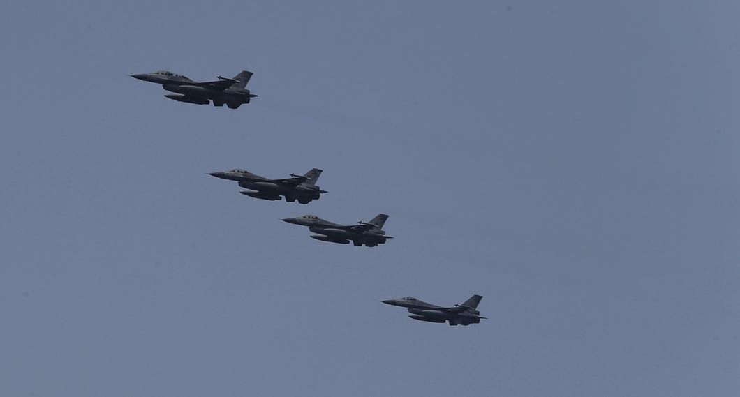 圖/中央社 快訊/亞運創佳績! F16戰機升空發射熱焰彈迎接