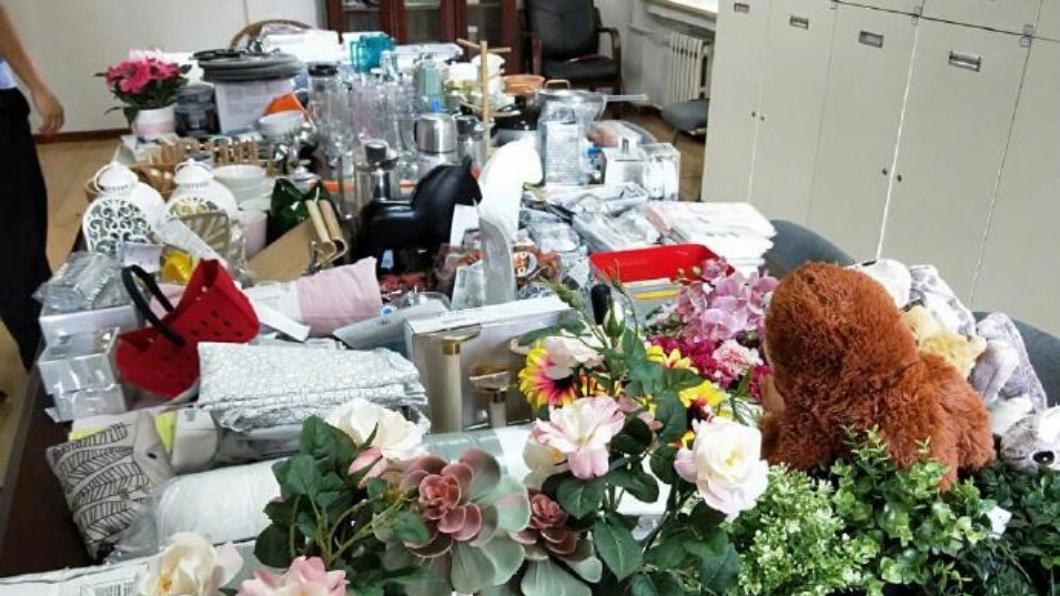 劉男家中有上百件來自IKEA的贓物。圖/翻攝自微博