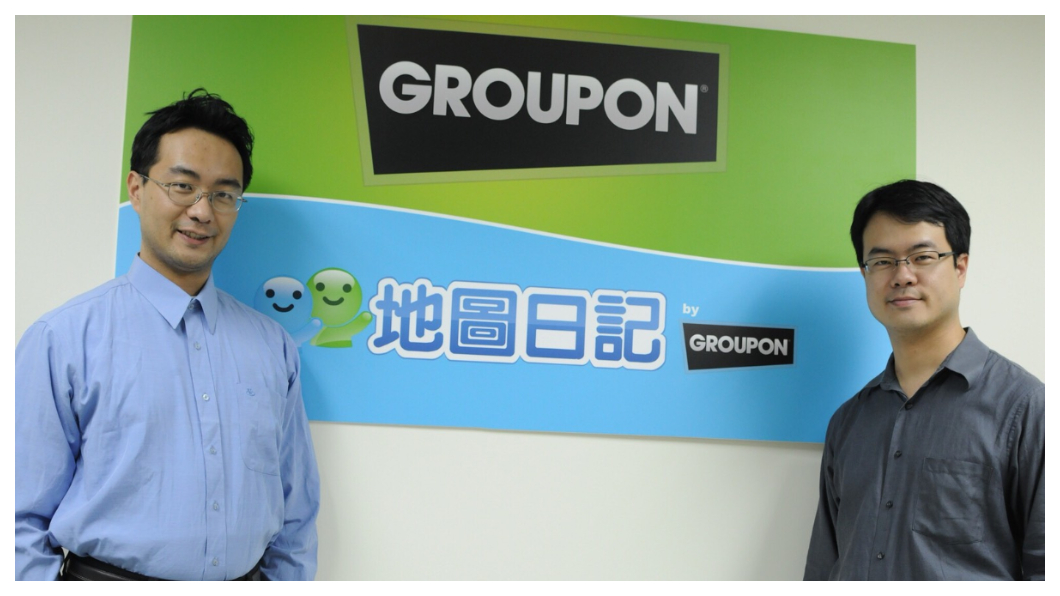2010年郭氏兄弟成功將地圖日記賣給全球最大團購網站Groupon,成為Groupon在全世界49個國500個城市中的台灣分公司,兄弟倆人分別擔任Groupon台灣的董事長及營運長。左為弟弟郭家齊,右為哥哥郭書齊。  圖/郭氏兄弟