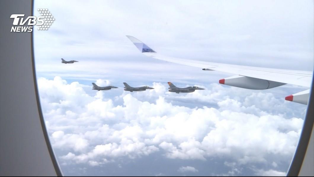 圖/TVBS 國際等級迎英雄 F-16護亞運代表團歸國
