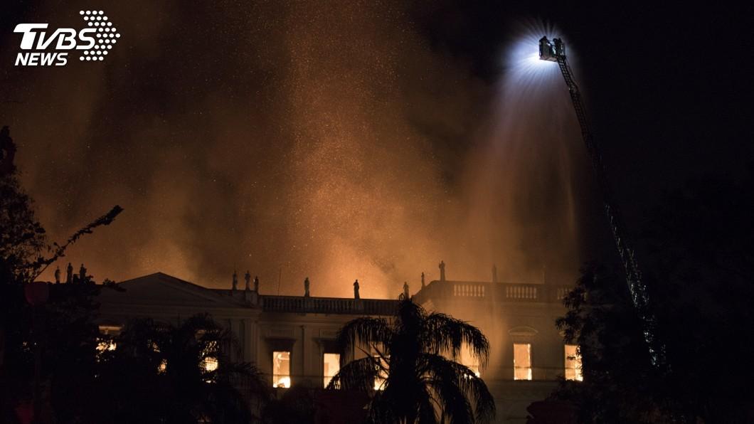 圖/達志影像美聯社 巴西國家博物館火勢撲滅 政府被指失職