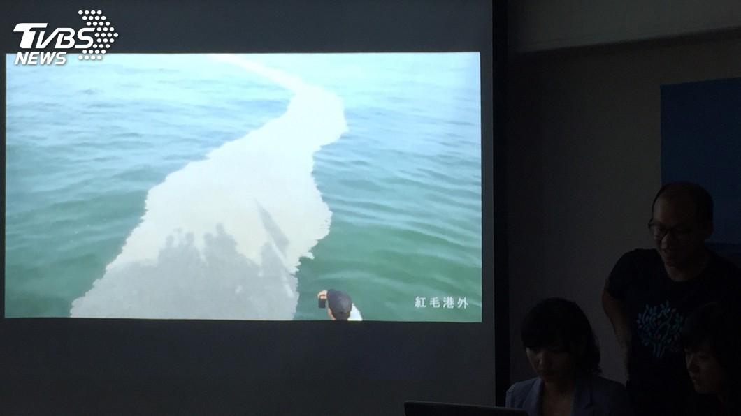 圖/中央社 台灣海漂垃圾多 紅毛港外海酚汙染超標恐滅物種