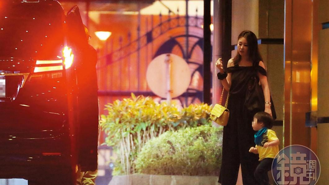 圖/翻攝自《鏡週刊》 麻衣帶3歲兒回台!「不離婚、也不要錢」超高招