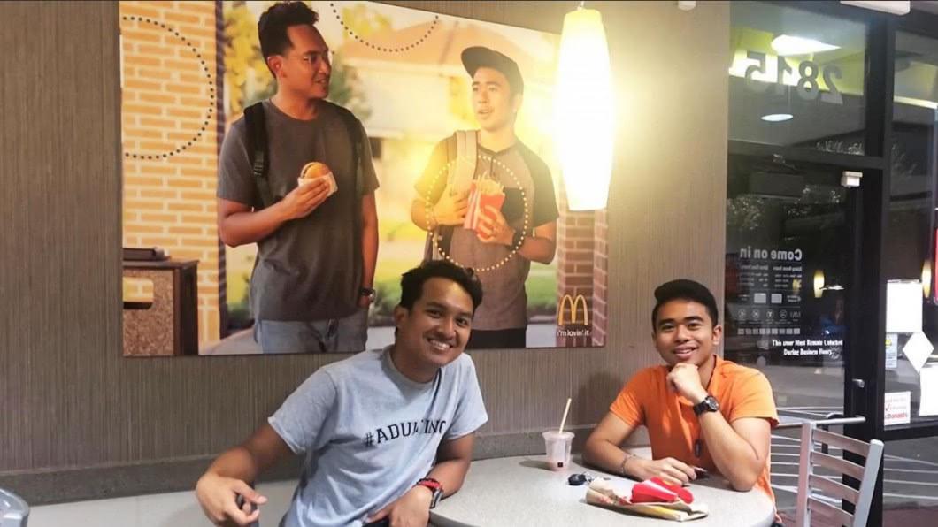 圖/翻攝自CitizenHero Twitter 「仿照」麥當勞!菲裔大學生惡作劇 倡導族群平等認可
