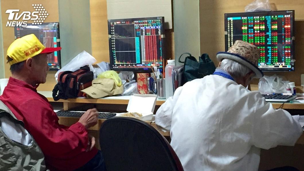 圖/中央社 台股封關倒數 高檔震盪攻上9800點