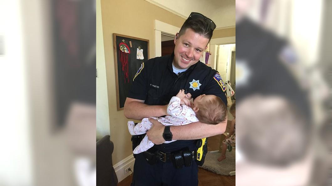 圖/翻攝自Santa Rosa Police臉書 真是「人民保母」! 暖警領養煙毒犯所生女嬰
