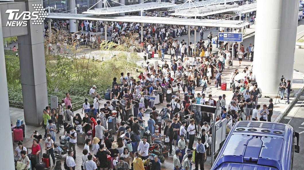 圖/達志影像美聯社 燕子颱風襲日關西機場封閉 6日航班取消